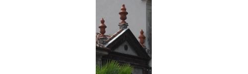 Vasi ornamentali da pilastro.